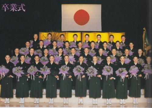 The 96th Graduating Class of the Takarazuka Music School, 2010. Le Cinq, vol. 117.