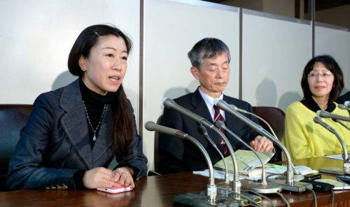 Asahi Shimbun. Ms. Kayama and her lawyer.